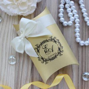 Свадебные бонбоньерки подушечки