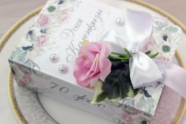 Бонбоньерки юбилейные с розой